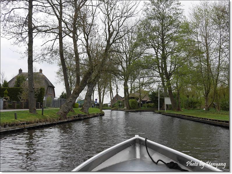 旅行情报  搭船看到的风景真的很不一样,只可惜天气不太好,下雨再加上